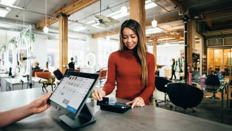 Kiedy i dlaczego warto wybrać kartę kredytową? Sprawdź!